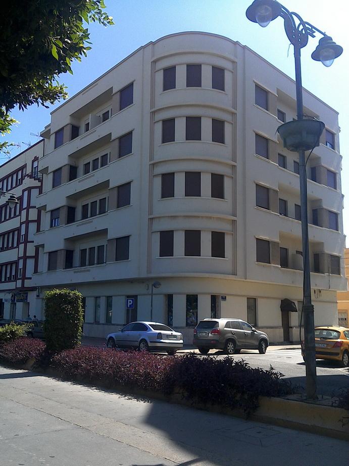 Casa Luis de Raya (avenida de la Democracia, 12)