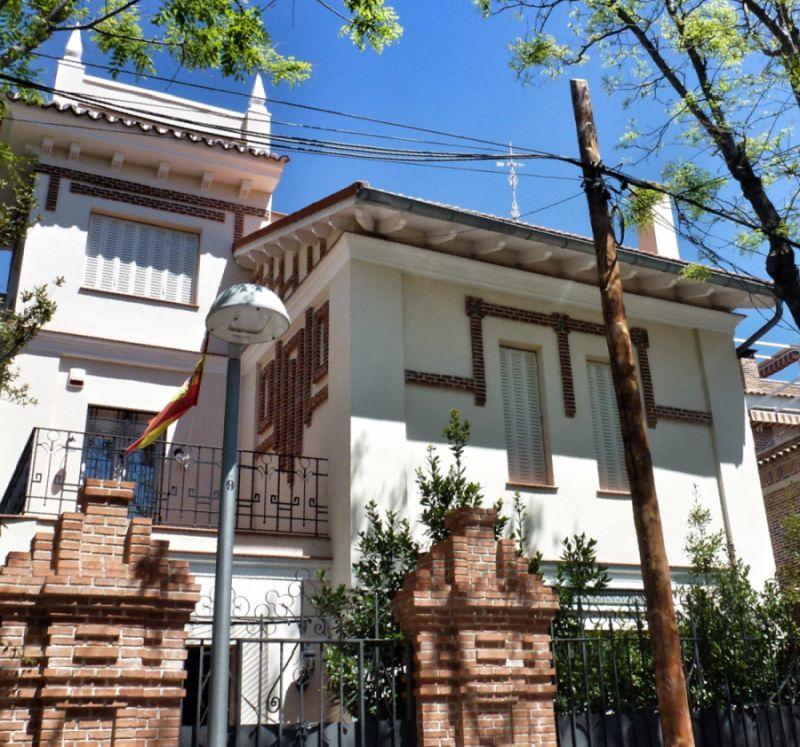 Calle Rodríguez Lázaro 9 es Madrid modernista en Carabanchel