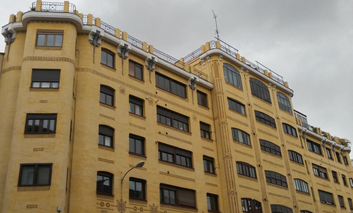 Viviendas para José María Creus o Casa de los Lagartos (calle Mejía Lequerica, 1)