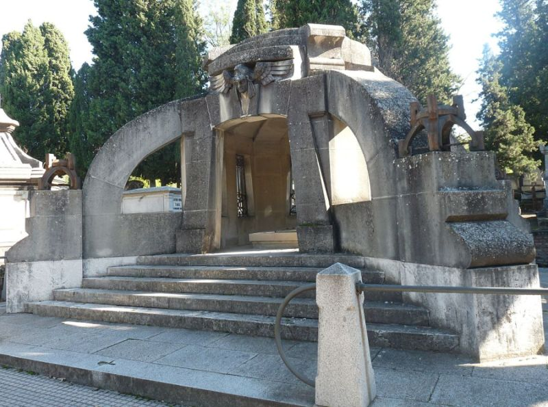 Panteón o mausoleo de Francisco Pi y Margall (Cementerio Civil)
