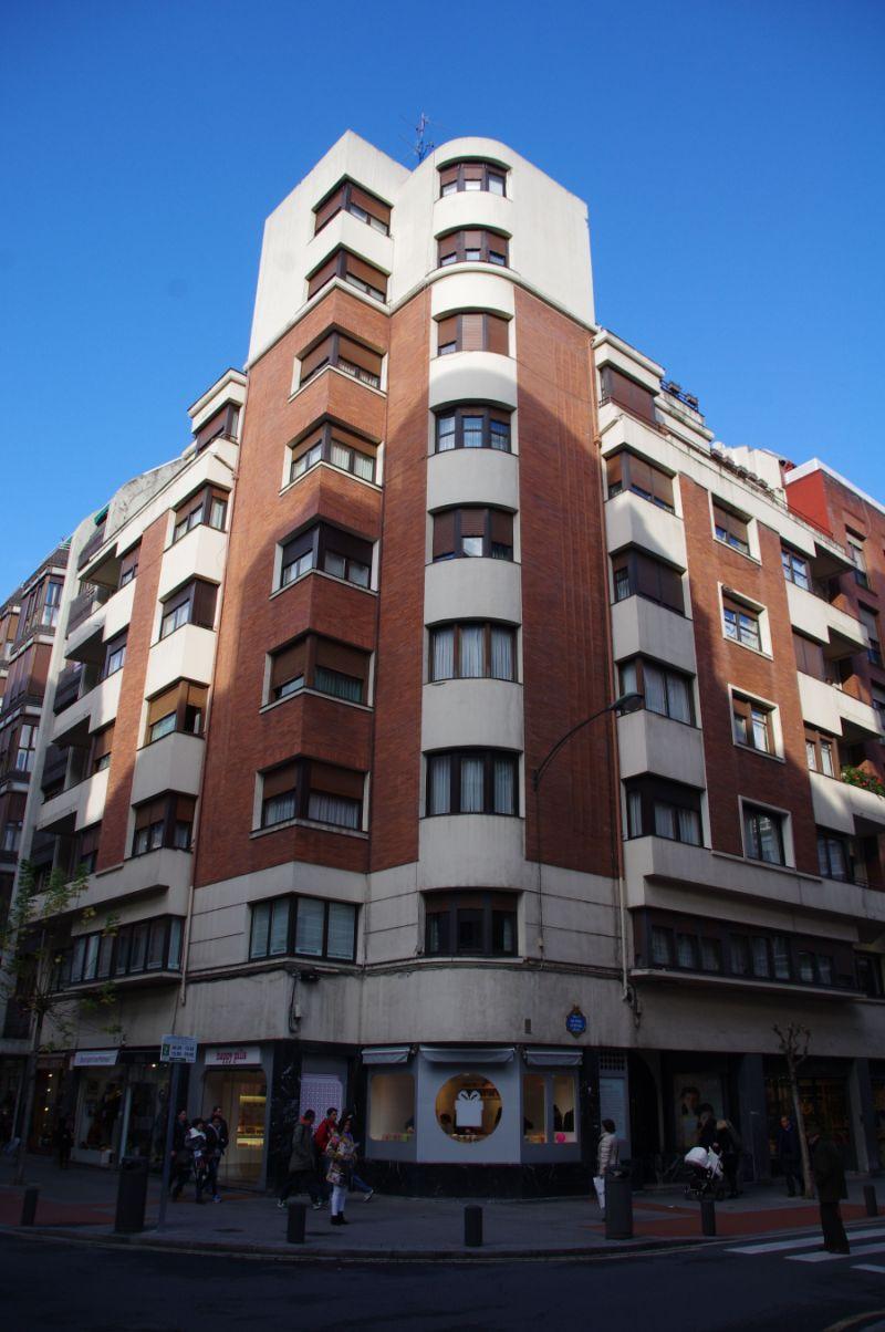 Casa Eguren (portal en calle de Máximo Aguirre, 22)