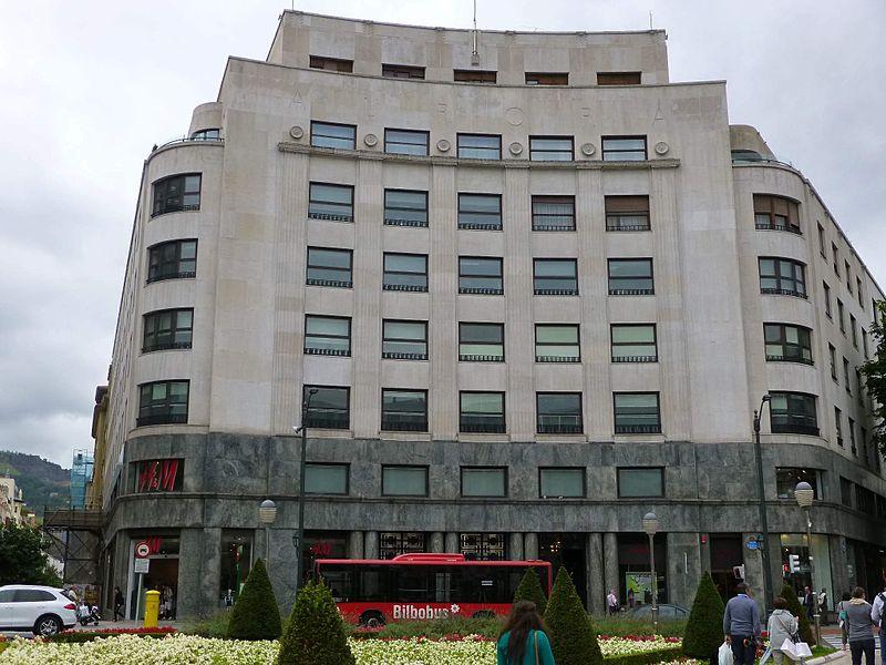Edificio La Aurora (entrada por la Plaza de Federico Moyúa 4)