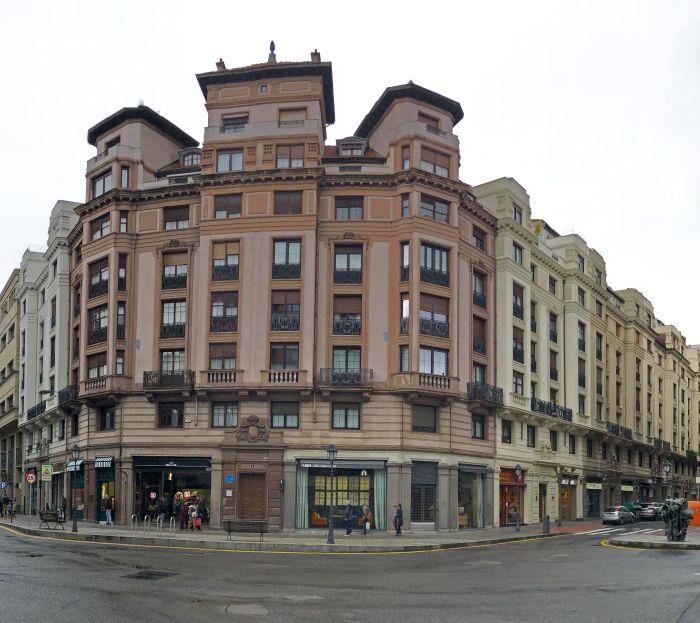 Calle Iparraguirre 23, plaza de San José 3 y Colón de Larreátegui, 44 a 38