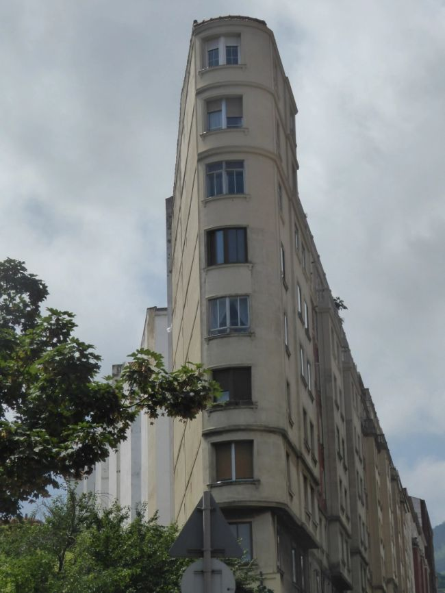 Juan de Garay 11, sutil Streamline Moderne del Bilbao Art Decó