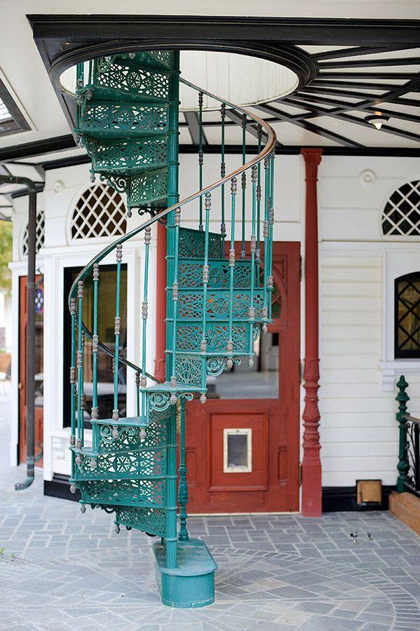 Detalle de escalera de la Newhall Mansion.