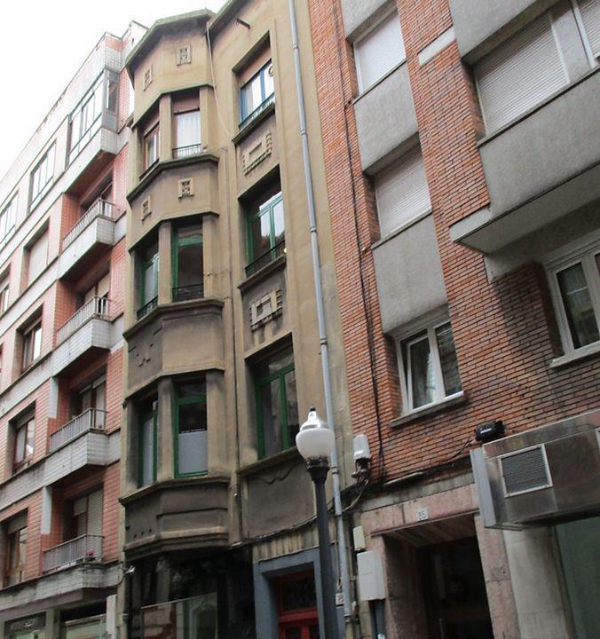 Calle Cabrales, 23