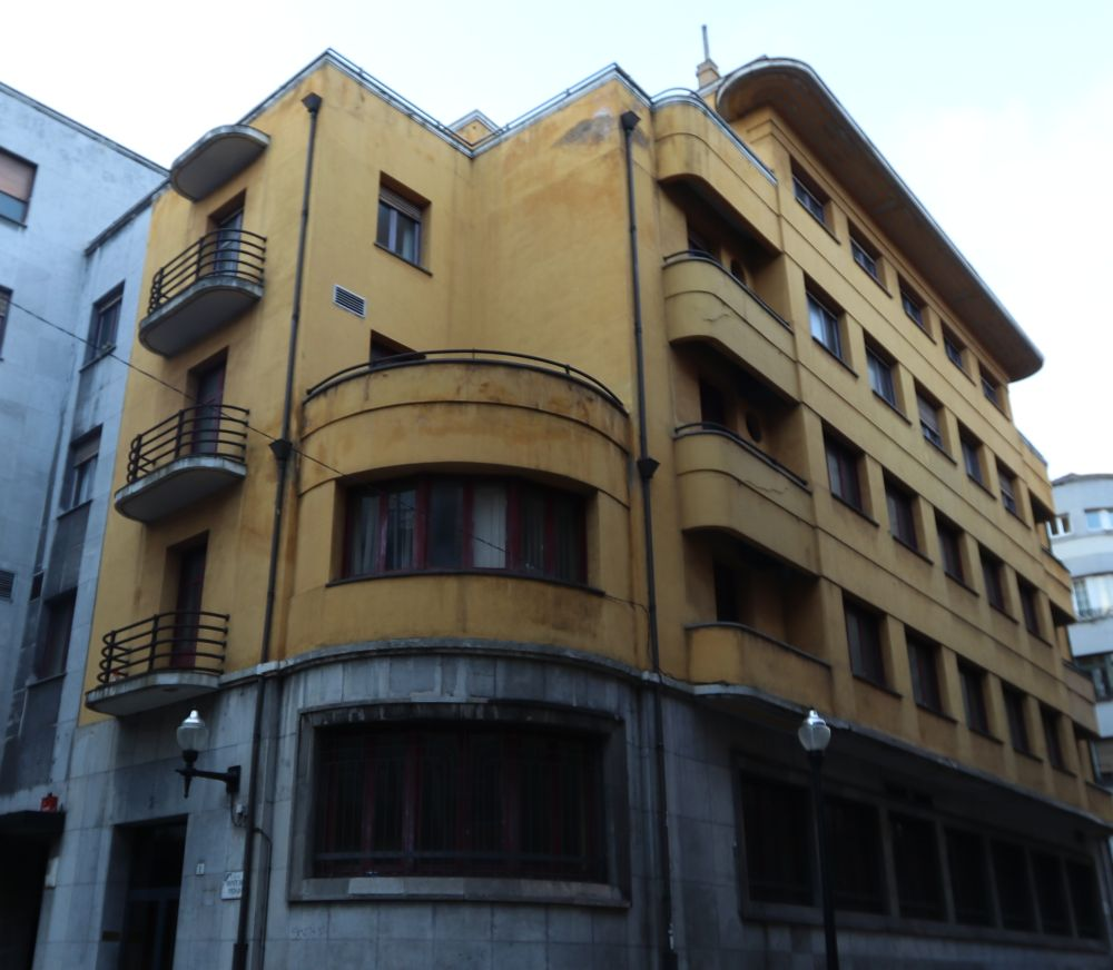 Fachada a la plaza Monte de Piedad del edificio anterior