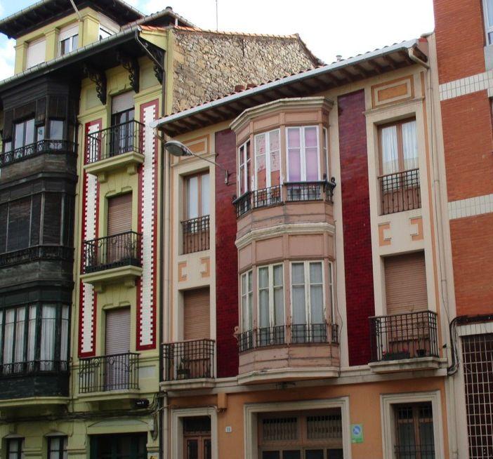Regionalismo Decó entre el Art Decó de Gijón