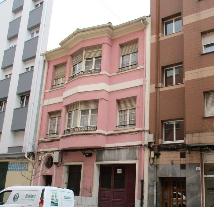 Calle Pola Siero 9 es Art Decó en Gijón