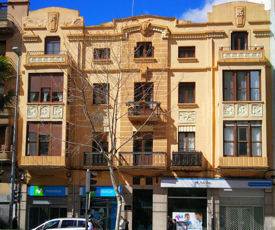 Casa Cacho (avenida Víctor Gallego, 7)