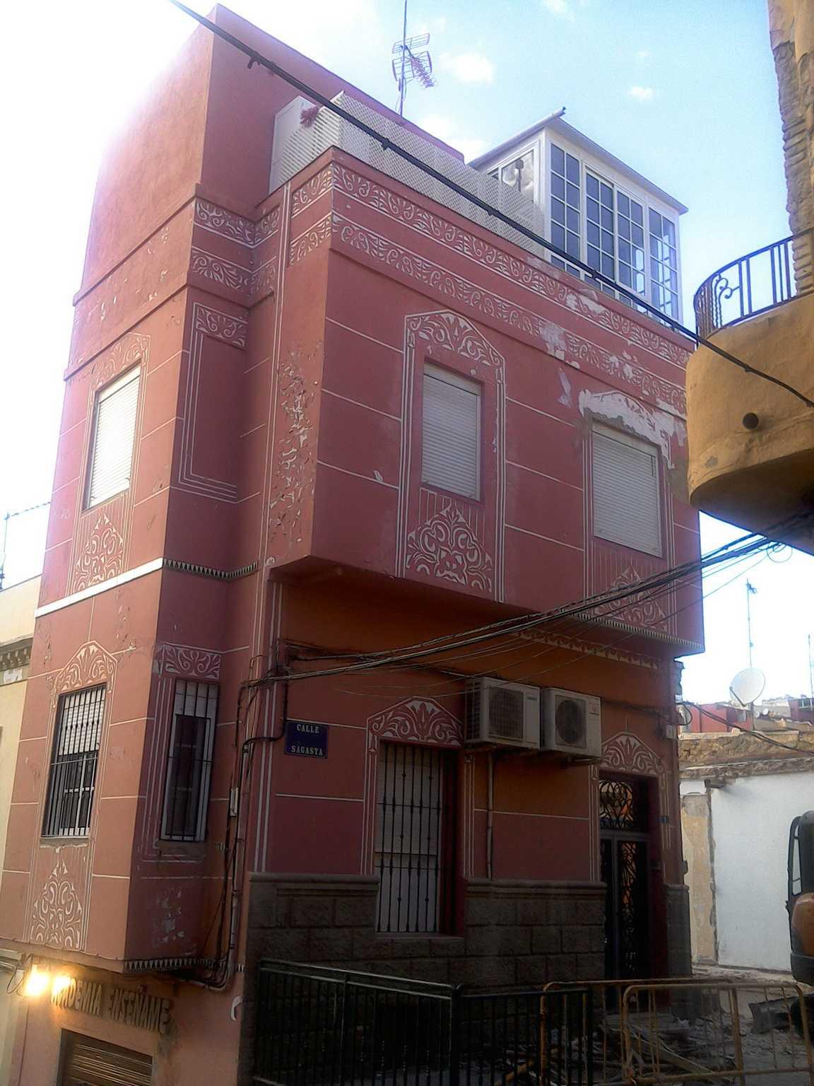 Calle Sagasta, 1