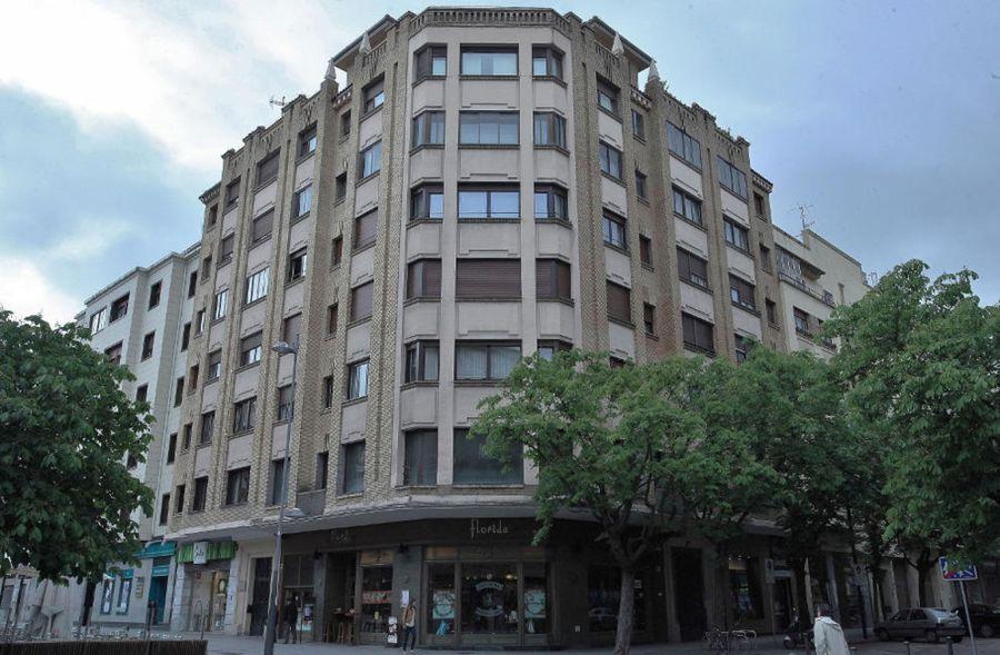 Avenida de Carlos III el Noble Etorbidea, 37 (esquina con calle San Fermín, 37)