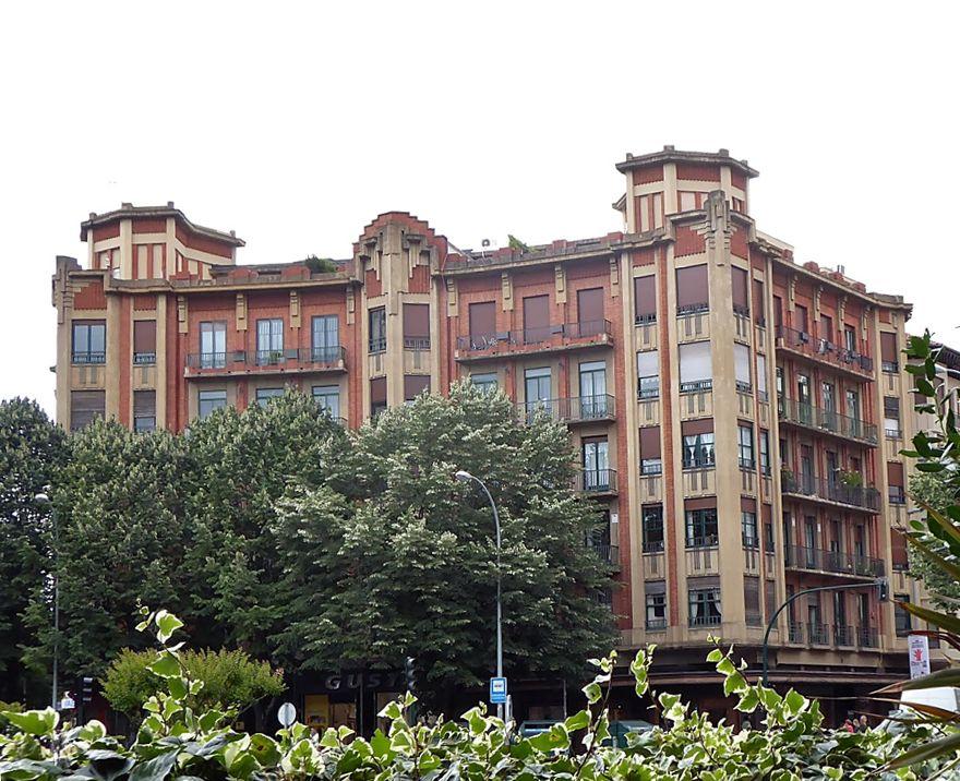 Edificio La Jaula Dorada (Plaza Príncipe de Viana, 3)