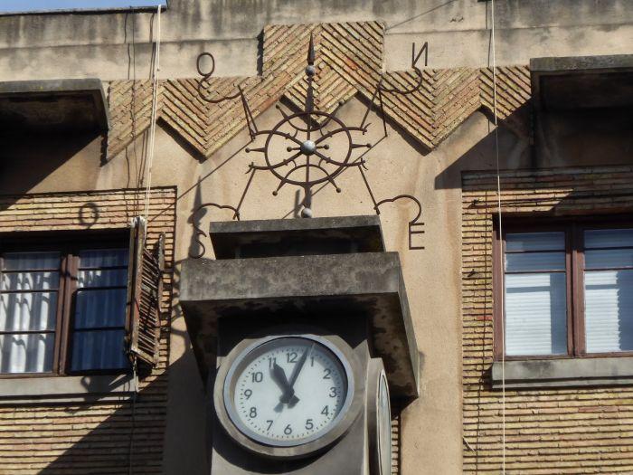 Reloj de la estación de autobuses en la Pamplona Art Decó