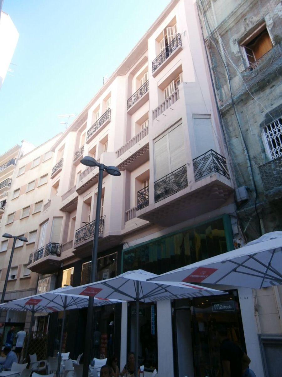 Calle González de la Vega, 6