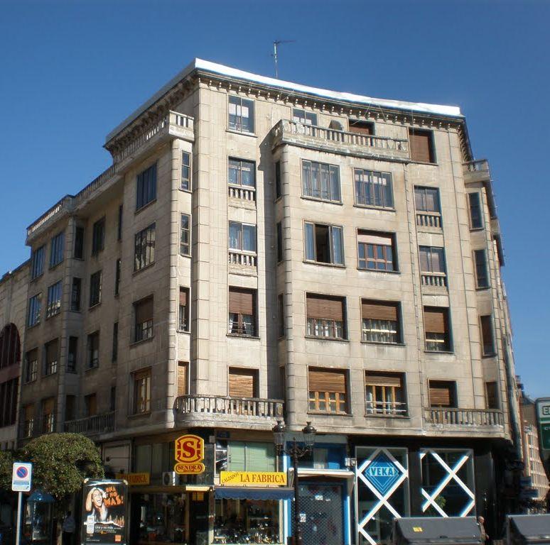 Calle Madrid, 1