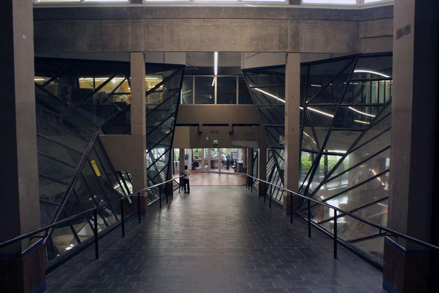 Interior del Brutalismo orgánico de Ivry sur Seine