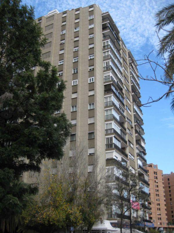 Rascacielos antiguos Valencia en Avenida Menéndez y Pelayo