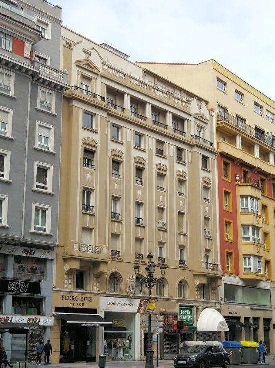 Calle Calvo Sotelo, 3