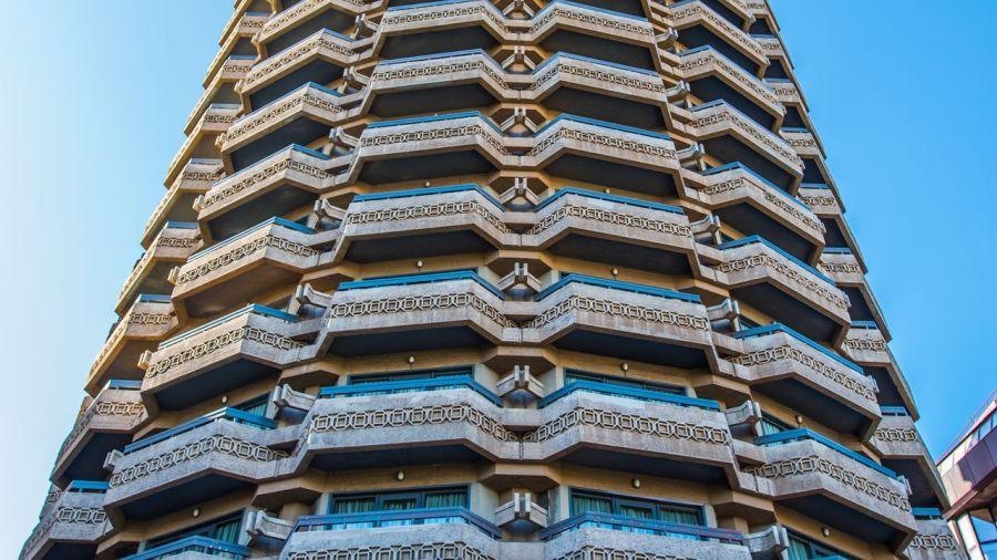 Edificio tronco palmera Palmas de Gran Canaria