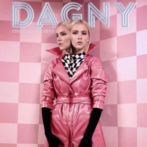 Crítica de Strangers Lovers de Dagny junto a In a Dream de Troye Sivan