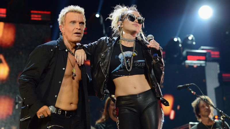 Billy Idol en Plastic Hearts de Miley Cyrus