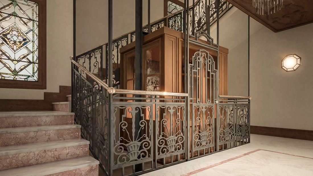 Ascensor y vidrieras Art Decó en Martínez Campos 19