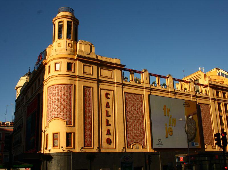 Cine Callao, una enorme fuente Zigzag Moderne en Madrid