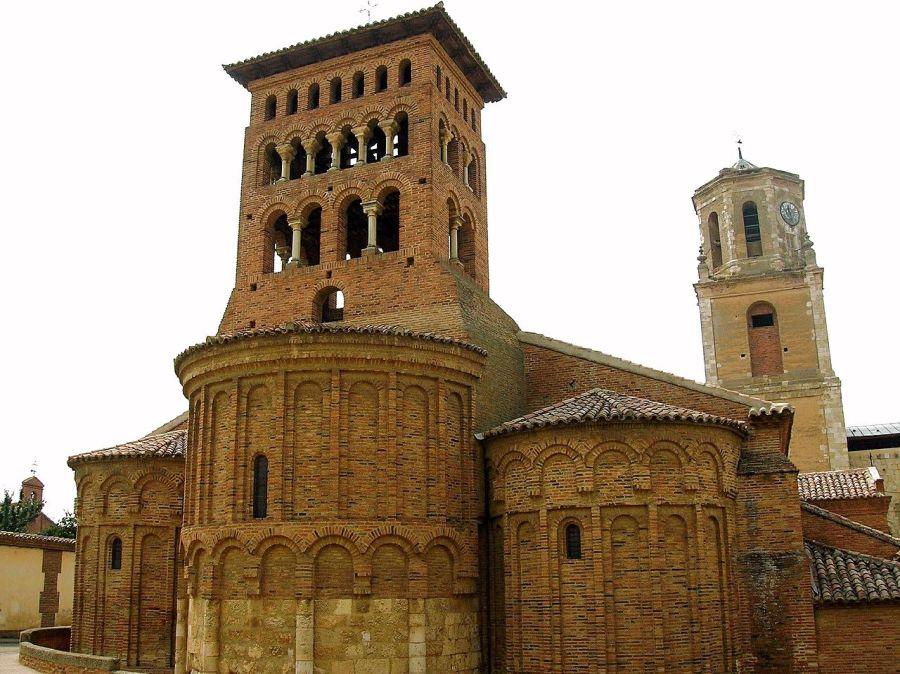 Iglesia de San Tirso en Sahagún, pueblo de adolescencia para Jesús Barrio Caamaño