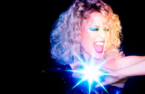 Kylie Minogue y sus 5 décadas de números 1