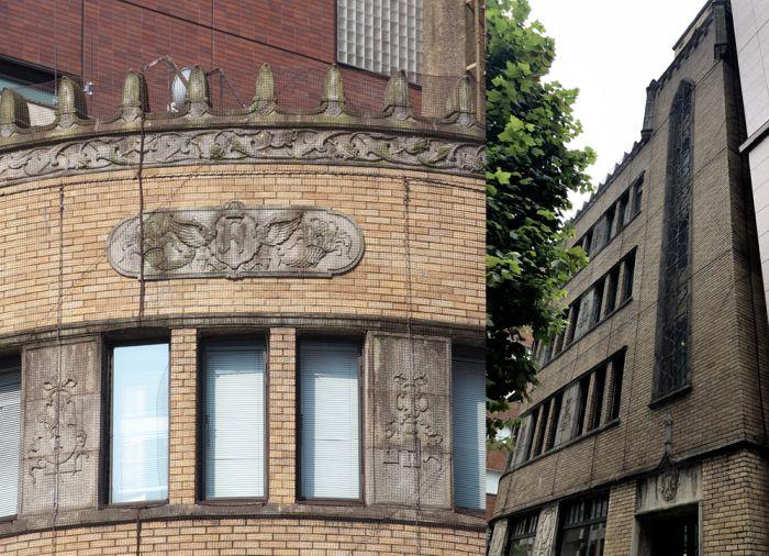 Cornucopias y torreón del Edificio Hori