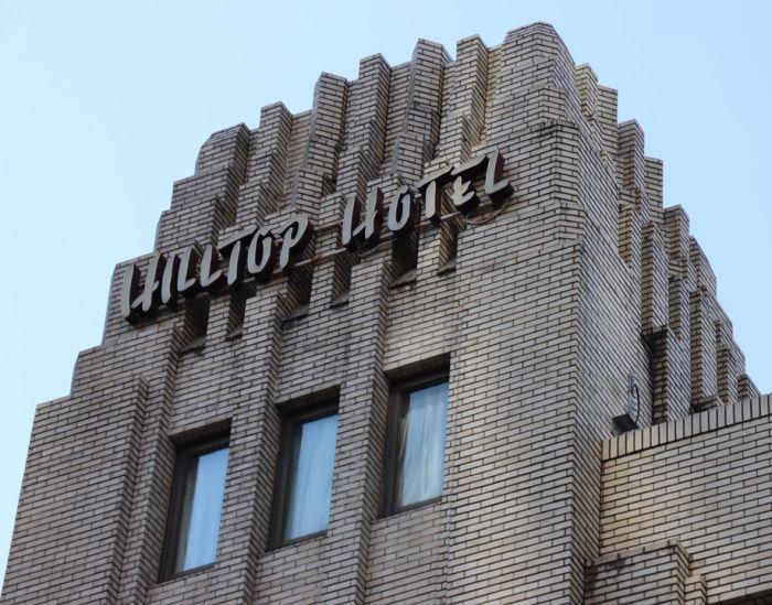 Remate escalonado del Hotel Hilltop