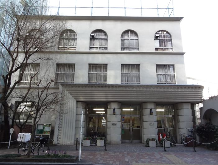 Taimei Elementary School Tokio Art Decó cubista