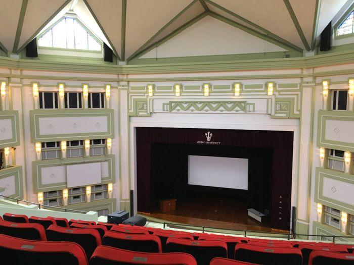 Decoración Zigzag Moderne en torno al escenario