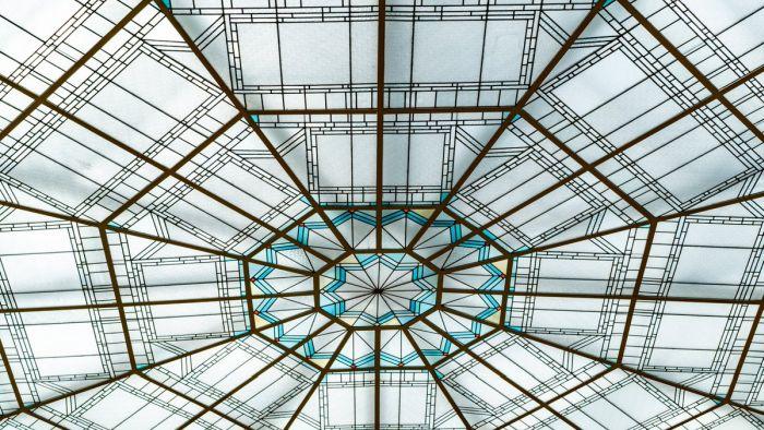 La vidriera sobre el patio central del edificio